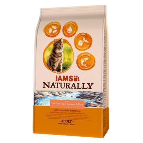 IAMS Naturally pienso con salmón para gatos
