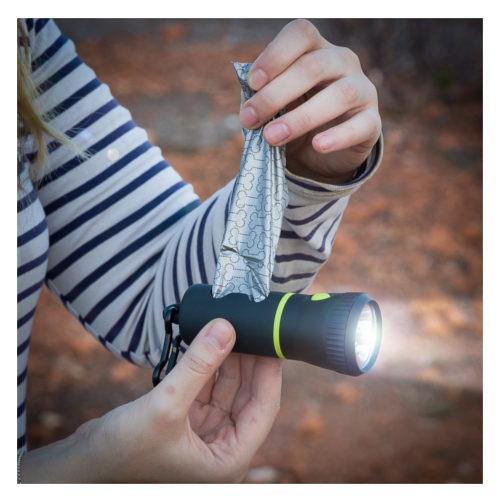 Linterna con portabolsas para excrementos